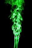 Humo coloreado del verde en un fondo negro Fotografía de archivo libre de regalías