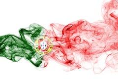 Humo de la bandera de Portugal aislado en un fondo blanco Fotografía de archivo
