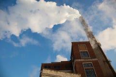 Humo de la estación termal Día (frío) escarchado imagen de archivo libre de regalías