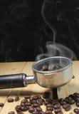 Humo de los granos de café fotos de archivo
