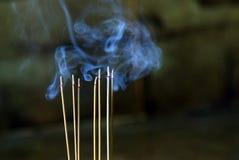 Humo del Año Nuevo de chino del palillo de ídolo chino Imagen de archivo libre de regalías