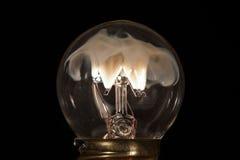 Humo en la luz de bulbo fotografía de archivo libre de regalías
