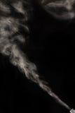 Humo en un fondo negro Fotos de archivo libres de regalías