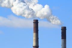 Humo industrial de la chimenea Fotografía de archivo