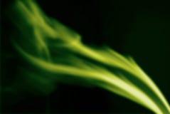 Humo verde abstracto en fondo negro Fotos de archivo libres de regalías