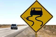 Humor de la muestra de la carretera con el coche que apresura Foto de archivo