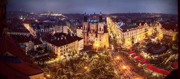 Humor en la vieja plaza, Praga, República Checa de la Navidad Fotos de archivo libres de regalías