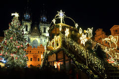Humor en plaza nevosa de la noche la vieja, Praga, República Checa de la Navidad Imagen de archivo