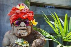 Humoristisch gezichtsportret van oude traditionele Balinese tempelwacht royalty-vrije stock fotografie