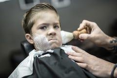 Humorystyczny golenie chłopiec Obraz Royalty Free