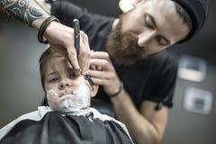 Humorystyczny golenie chłopiec Fotografia Stock