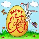 humorystyczny obrazek na wielkanocy Królik maluje jajko z powitaniem w polanie z motylami ilustracja wektor