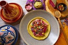 Humus con receta adobada del marroquí del atún Fotos de archivo