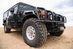 Humvee in woestijn Stock Fotografie