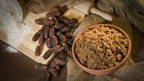 Hunaini,沙特阿拉伯传统甜点由日期做成和Saj 库存照片