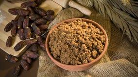 Hunaini,沙特阿拉伯传统甜点由日期做成和Saj 库存图片
