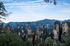 Hunan Zhangjiajie Nationaal Forest Park, de oude huisgebied ` magische het verzamelen zich ` pieken Stock Afbeelding