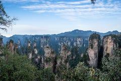 Hunan Zhangjiajie Nationaal Forest Park, de oude huisgebied ` magische het verzamelen zich ` pieken Royalty-vrije Stock Afbeeldingen