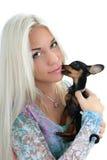 hund över vitt kvinnabarn för stående Arkivfoto