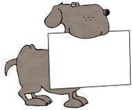 Hund, der innen ein Zeichen sein Mund trägt Lizenzfreie Stockbilder