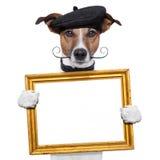 Hund för holding för målarekonstnärram Royaltyfria Foton
