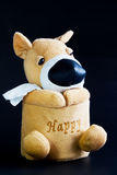 Hund mit Seidenpapierrolle. Lizenzfreies Stockfoto