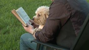 Hund på värdssjälaringningen lager videofilmer