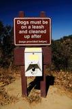 Hund- skylt Fotografering för Bildbyråer