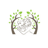 Hund und Frauen unter dem Baum Stockbild
