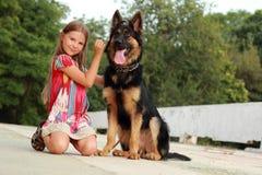 Hund und Kind Lizenzfreies Stockbild
