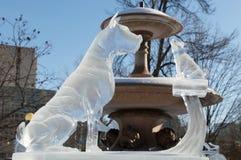2 Hundeeisskulptur an Ottawa-` s Winterlude Lizenzfreie Stockfotografie