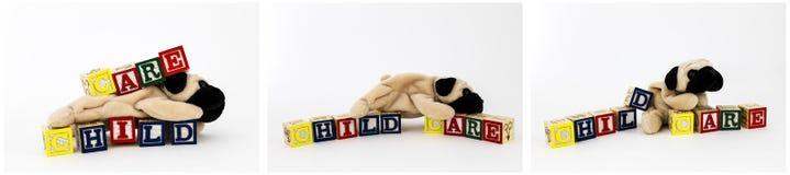 Hunden för barnbilleksaken blockerar tecknet Royaltyfri Bild