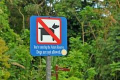 Hunden werden nicht Zeichen erlaubt lizenzfreie stockfotografie