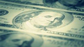 Hundert-Dollar berechnet Nahaufnahme, Bewegungsschieber - 5 Makrophotographie von Banknoten Portrait von Benjamin Franklin stock video footage
