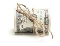 Hundert Dollar Bill Roll Tied in der Leinwand-Schnur auf Weiß Lizenzfreies Stockbild