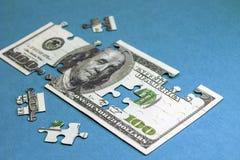 Hundert Dollar in der Form des Puzzlespiels Konzept Lizenzfreies Stockbild