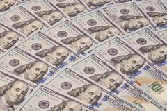 Hundert Dollar Stapel Lizenzfreie Stockfotos