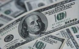 Hundert Dollar Stapel Geldhintergrund, Haufen von Dollar, Finanzkonzept des Einkommens Beschneidungspfad eingeschlossen finanziel Stockbilder