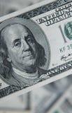 Hundert Dollar Stapel Geldhintergrund, Haufen von Dollar, Finanzkonzept des Einkommens Beschneidungspfad eingeschlossen finanziel Lizenzfreie Stockfotografie