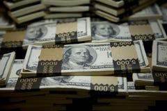 Hundert Dollarschein rollt 2 zusammen Lizenzfreie Stockfotos
