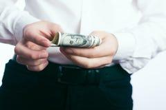 Hundert Dollarscheine in den Händen Lizenzfreies Stockbild
