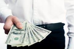 Hundert Dollarscheine in den Händen Stockbild