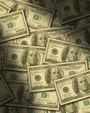 Hundert Dollarscheine, die flach liegen Stockbild