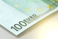 Hundert Euro mit einer Anmerkung Euro 100 Lizenzfreies Stockfoto