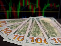 Hundert USA-Dollarbanknoten Stockbilder