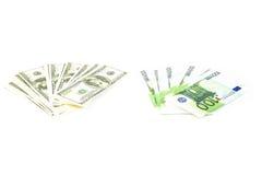 Hunderte von den Dollar und von den Eurorechnungen Stockfoto