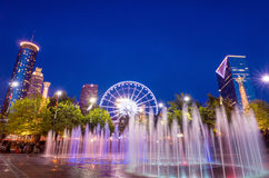Hundertjähriger Olympiapark in Atlanta während der blauen Stunde nach Sonnenuntergang lizenzfreie stockfotos