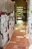 Hundertwasser公共厕所kawakawa新西兰 免版税库存照片