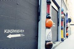 Hundertwasser arkitektur i Wien royaltyfri fotografi