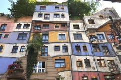 Hunderwasserhaus Wien, Österrike arkivbild